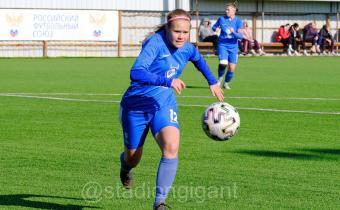 В спорткомплексе «Гигант» продолжаются матчи первенства России (первая лига) по футболу среди женских команд.