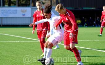 На полях спорткомплекса «Гигант» завершились игры группового этапа финального турнира Первенства России по футболу среди женских команд.