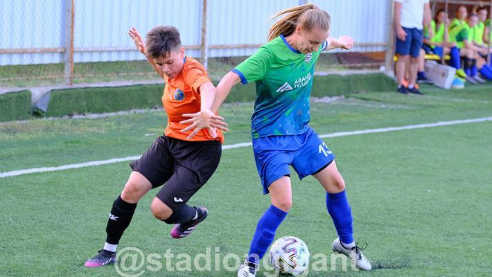 В «Гиганте» начался зональный турнир первенства России по футболу среди женских команд